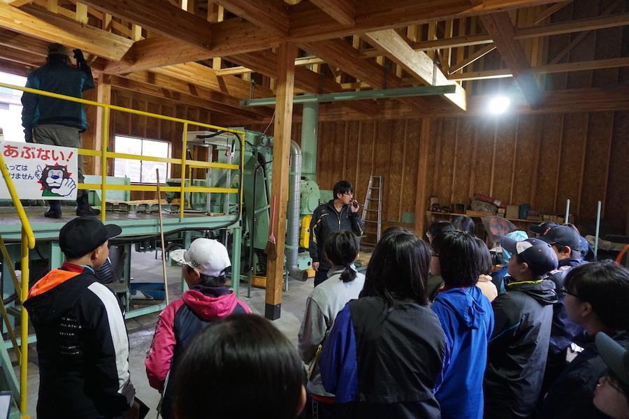 5/8 下川中学校の1年生が下川町森林組合の北町工場を見学しました!
